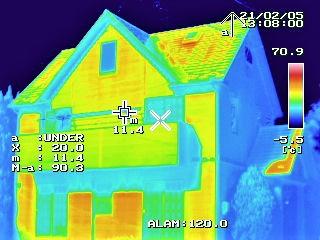 サーモカメラを使い住宅診断も実施しています。